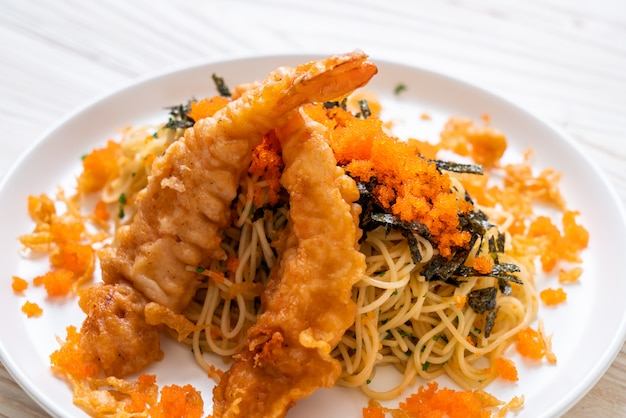 Spaghetti aux crevettes tempura et oeuf de crevette