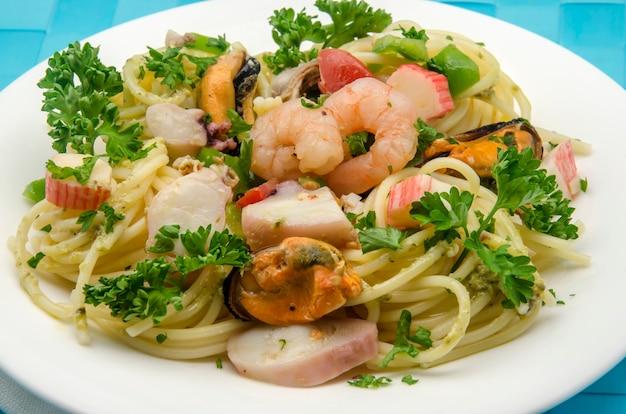 Spaghetti aux fruits de mer aux fruits de mer