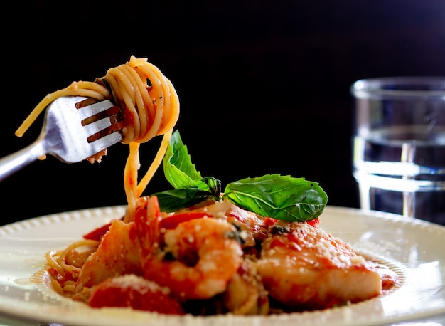 Spaghetti aux fruits de mer épicés