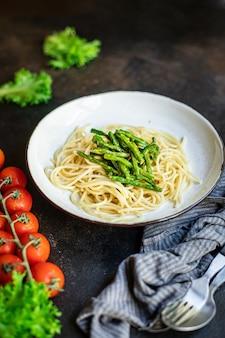 Spaghetti aux haricots verts sauce aux asperges pâtes au fromage