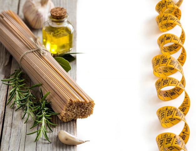 Spaghetti de blé entier, ail, huile d'huile et fines herbes