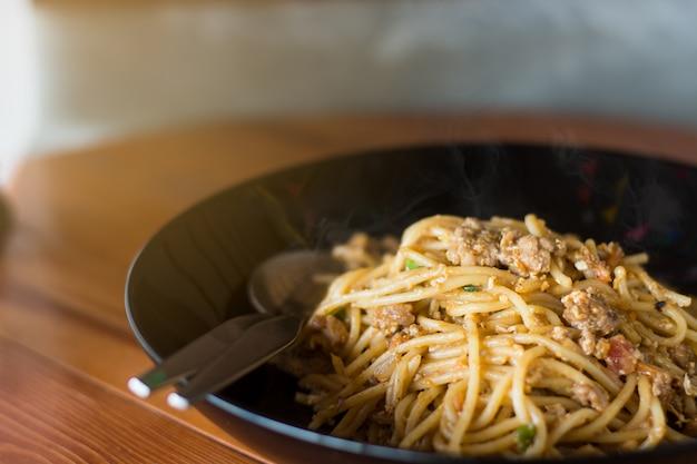 Spaghetti à manger affamé.