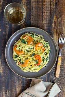 Spaghetti de pâtes italiennes aux crevettes