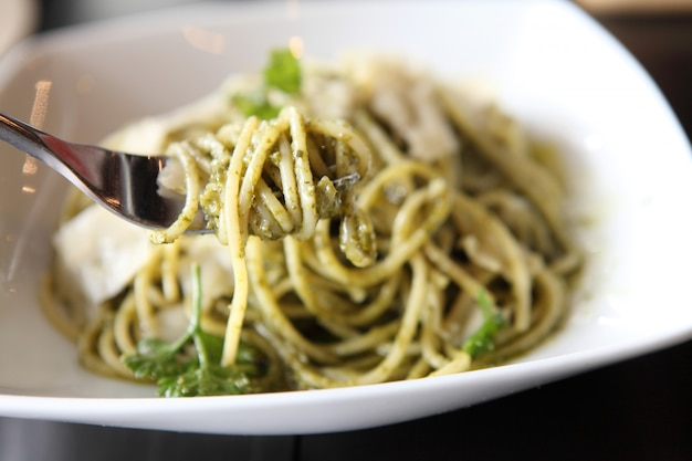 Spaghetti à la sauce au pesto