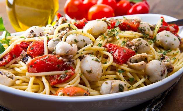Spaghetti à la seiche et aux tomates