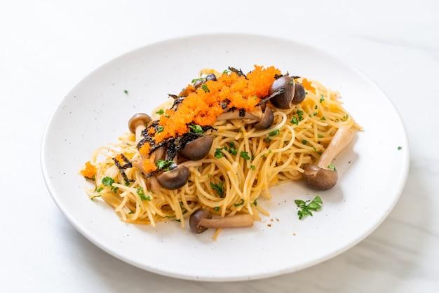 Spaghettis aux champignons, oeuf de crevette et algues