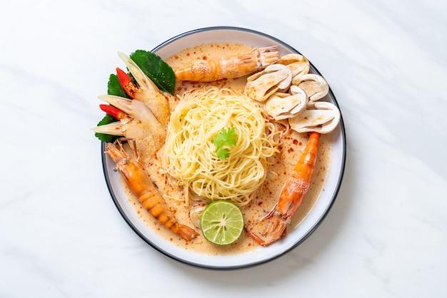 Spaghettis aux crevettes épicées (tom yum goong)