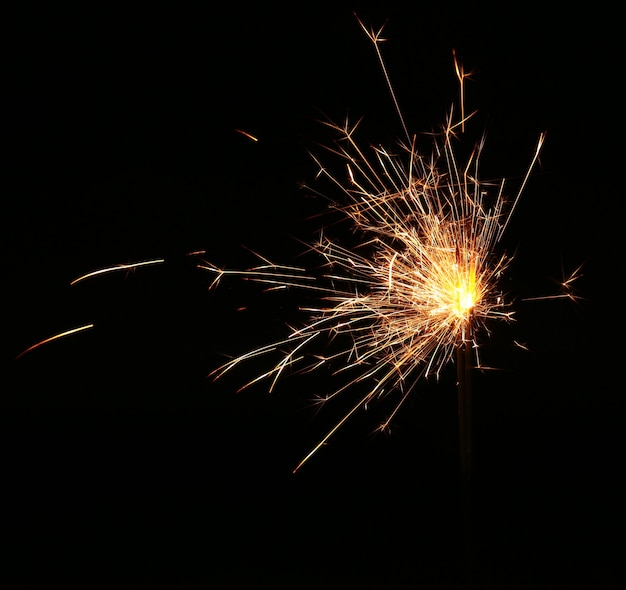 Sparkler fête de noël et du nouvel an sur fond noir