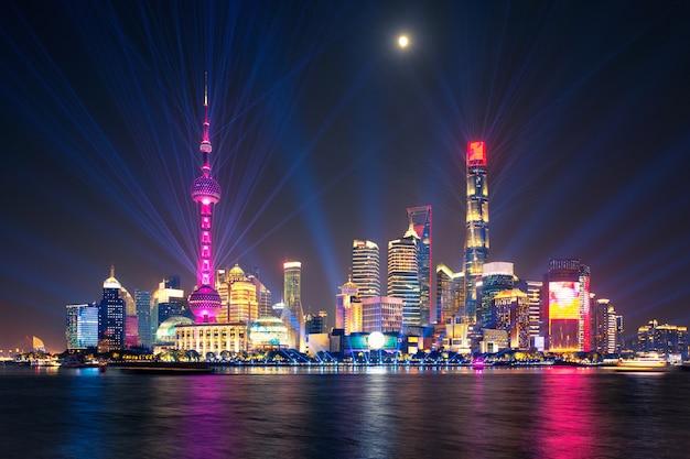 Spectacle laser dans la nuit à shanghai