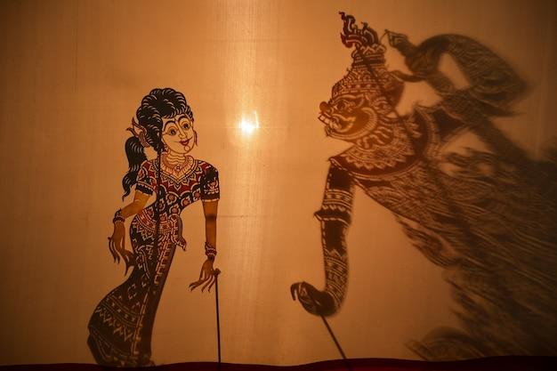 Spectacle de marionnettes d'ombre traditionnel sud de la thaïlande, thaïlande