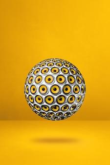 Sphère de haut-parleurs isolée sur un jaune