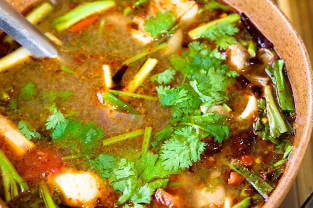 Spicy soupe tom yum avec des crevettes