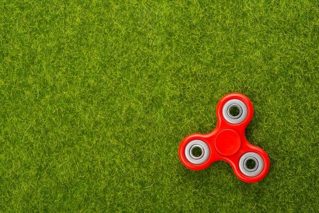 Spinner dans l'herbe