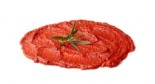 Splash de ketchup ou blob de sauce tomate isolé