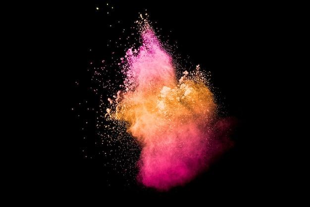 Splash de particules de poussière orange rose