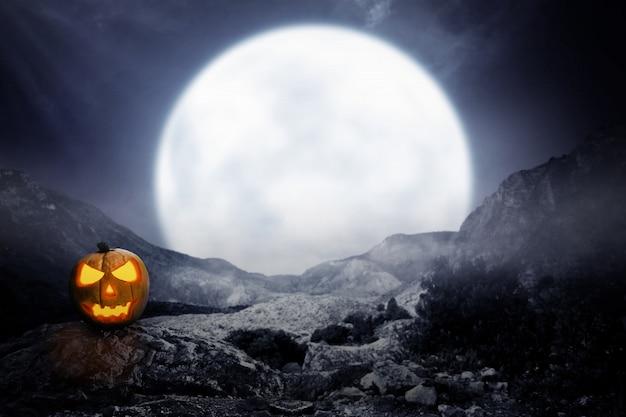 Spooky jack-o-lantern sur la montagne rocheuse