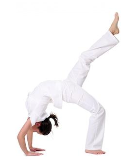 Sport femme faisant du yoga