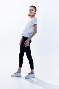 Sport femme lifestyle énergie entraînement fitness fond clair