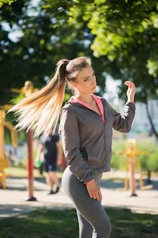 Sport en plein air belle femme dans la rue