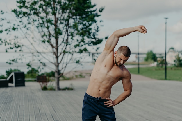Sportif actif, faire des exercices à l'extérieur
