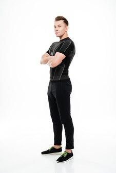Sportif, debout, bras croisés