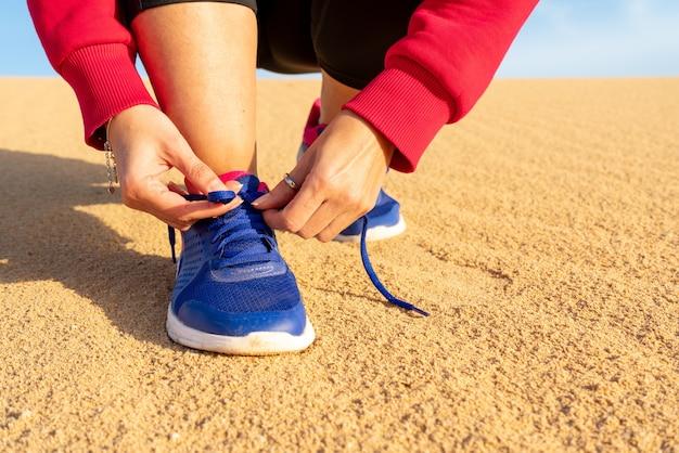 Sportive courant dans les dunes - mise au point sélective