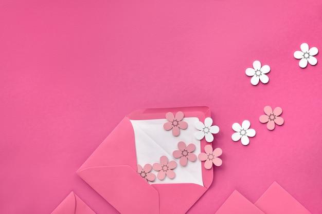 Springtime flat poser sur du papier rose