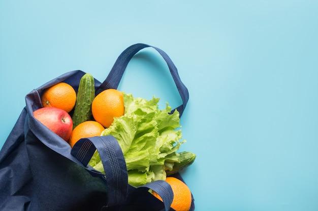 Sshopping sac de textile avec des produits.