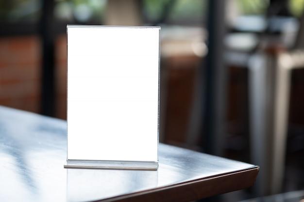 Stand maquette carte de tente de cadre de menu flou conception de conception d'arrière-plan clé