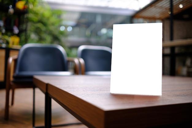 Stand mock up carte de tente de cadre de menu flou design de fond disposition visuelle clé.