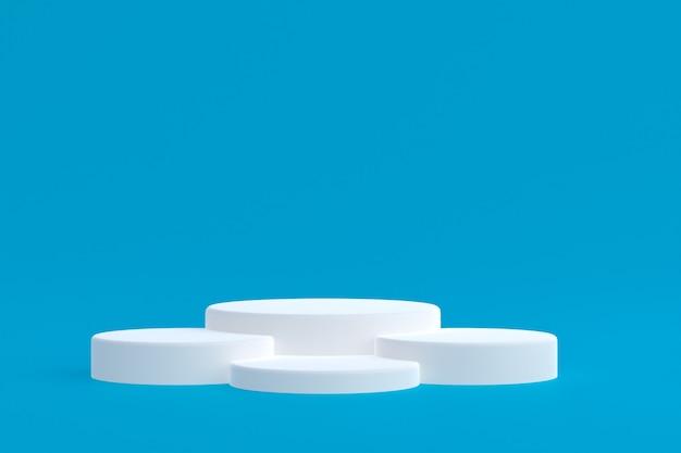 Stand de produits, podium minimal sur bleu pour la présentation des produits cosmétiques.