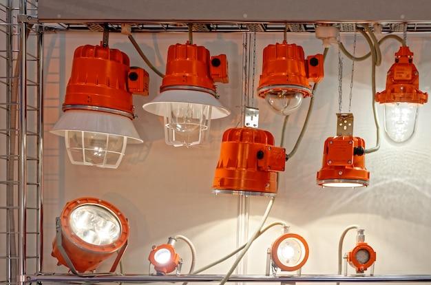 Stand avec projecteurs à led spéciaux pour une utilisation dans des conditions difficiles