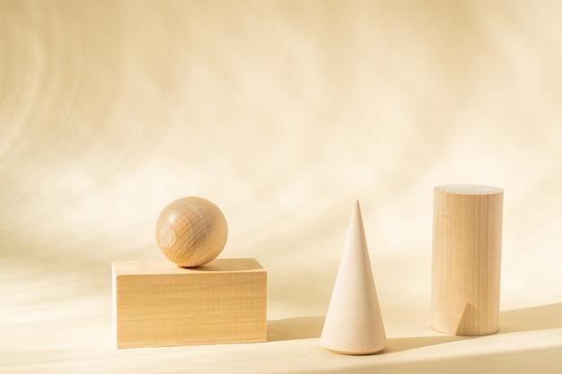 Stands pour produit de formes naturelles en bois