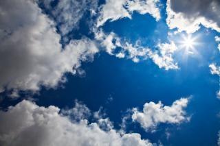 Starburst nuageux ciel