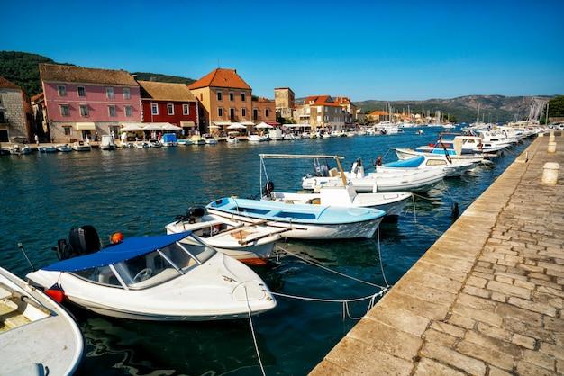 Stari grad sur l'île de hvar en croatie, europe