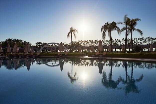 La station balnéaire populaire avec piscines et parcs aquatiques en turquie. hôtel. recours.