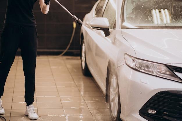 Station détaillant de lavage de voiture