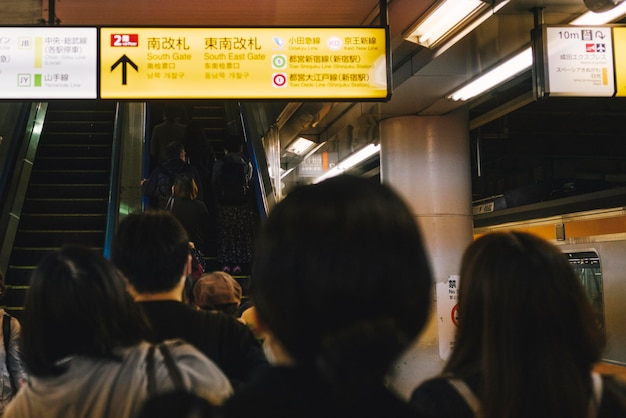 Station de métro bondée