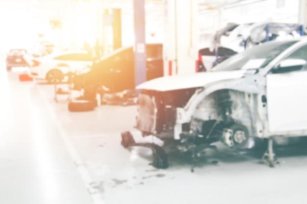 Station de réparation de voiture d'arrière-plan flou dans le garage avec une lumière douce. entretien de la voiture.