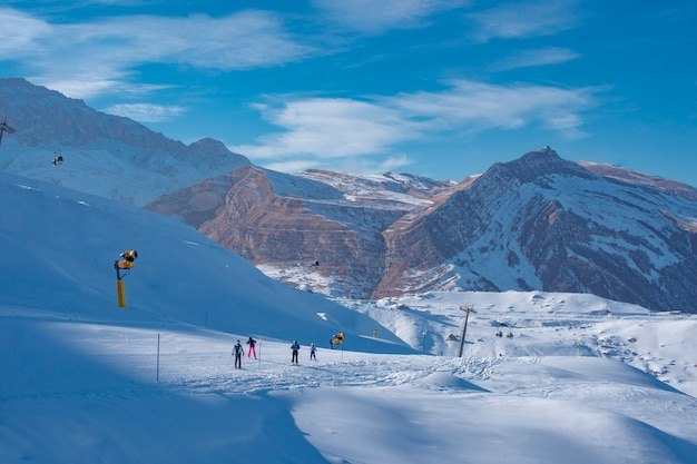 Station de ski pour le tourisme d'hiver en montagne