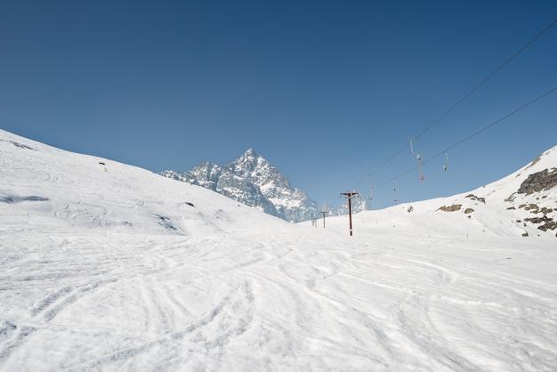 Station de ski avec vue majestueuse en italie