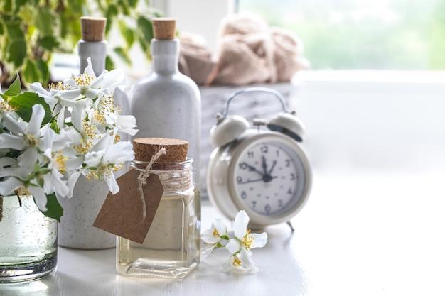 Station thermale à la maison avec thé aux fleurs de jasmin.