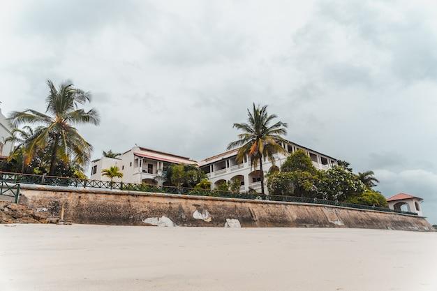 Station touristique de zanzibar face à l'océan