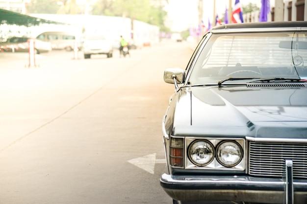 Stationnement automobile américain.