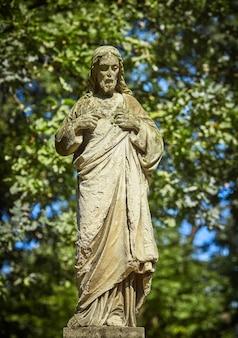 Statue antique de la souffrance de jésus christ