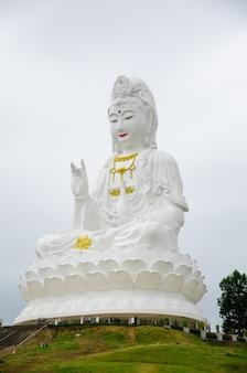 Statue blanche de guan yin