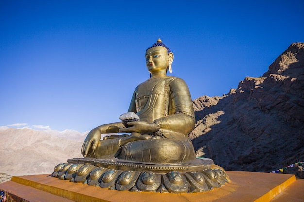 Statue de bouddha au monastère d'hemis