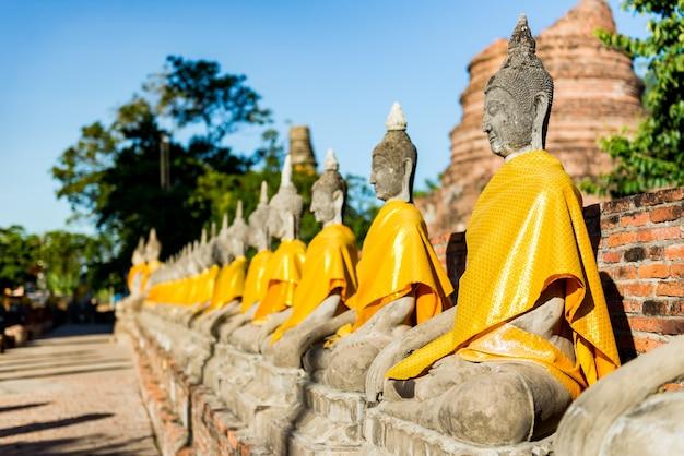 Statue de bouddha au wat yai chai mongkhon (phra nakhon si ayutthaya, thaïlande)