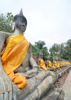 Statue de bouddha à wat yai chai mongkol-ayuttaya de thaïlande