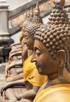 La statue de bouddha